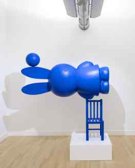 """""""Equilibrio Iconico"""" is a sculpture I made for the 60th anniversary of Miffy. It has been displayed in the Rijksmuseum, Museum de Fundatie and my exhibition in China 🐰 It could be pretty cool to make a minature version of this piece for at home? 💭 . . #artexhibition #artshow #contemporaryart #miffy #josephklibansky"""