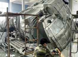 Working on something massive 🥒.#astronaut #sculpture #contemporaryart