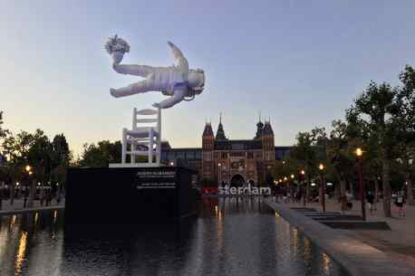 "13 meter tall ""Self Portrait of a Dreamer"" sculpture on Museum Square Amsterdam"