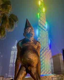 Still surreal to see my bronze sculpture in front of the tallest building in the world 🙏🏼 ..#burjkhalifa #mydubai #art #josephklibansky @mydubai @thegalliarddubai