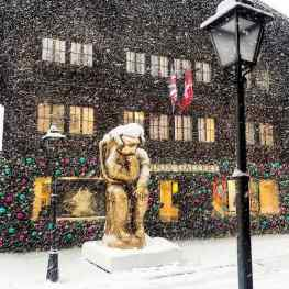 Does it ever snow where you live? ❄️ ..#contemporaryart #gstaad #snow #sculpture