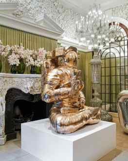 Would you choose the Buddha or the Poodle for in your house? 💭 ..#contemporaryart #annabelsmayfair #sculpture #josephklibansky #mayfair #kunst