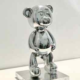 🐻Im proud to release this new small sculpture in a #limitededition of 500 pieces world 🌎 wide… the first 100 pieces have a larger #pipi 😛30cm tall , Polished Aluminum , price €3750 for reservations please mail: info@josephklibansky.com 😘 Tag someone who's wants this 🐻#josephklibansky #contemporaryart #artcollector #artcontemporain #amsterdam #newyork #paris
