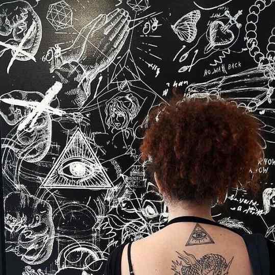 Meanwhile in #venice ⚔️😎✌🏻 symbols everywhere🐲#josephklibansky #venicebiennale #contemporaryart #iluminati