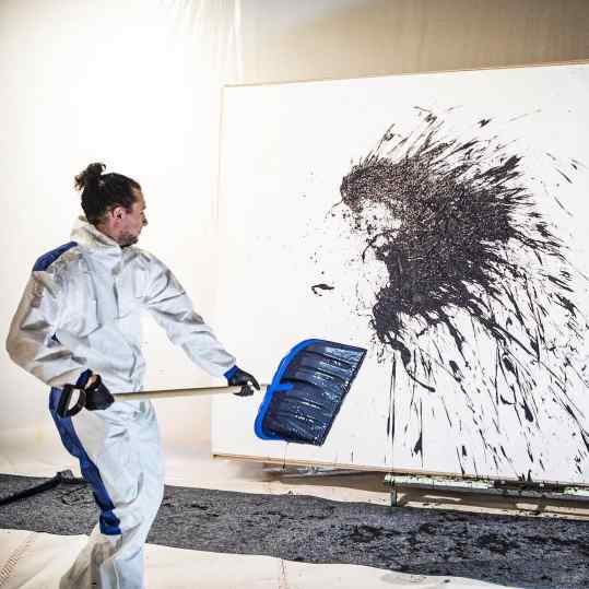 Ever had the feeling you wanted to throw paint? 👻#painting #art #wild #thoughts