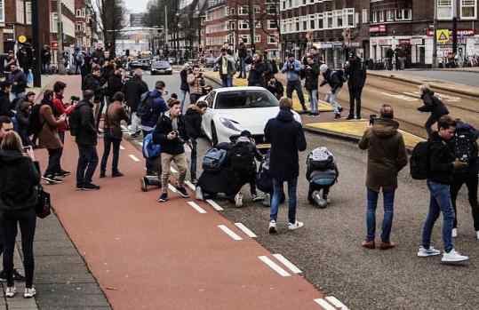 Rolling down #amsterdam in that NewNew 🔥😅 . . #812superfast #812