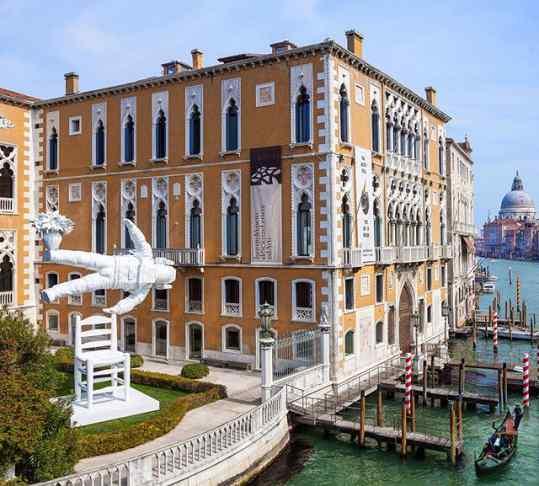 """Self portrait of a dreamer"" in Venice 🔥"