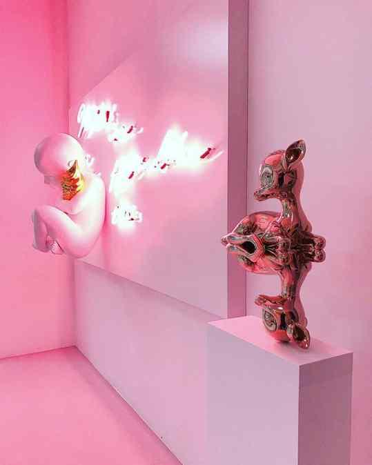 Neon or the sculpture? . . . #neonart #art #sculpture #contemporaryart