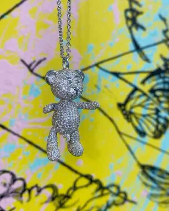 "Behold the full diamond 💍 18k white gold ""Bare Hug"" necklace!  Nearly 1300 meticulously hand set diamonds.. would you rock this one? . #ice #customjewelry #customjeweler #customjewlery #diamondchain #josephklibansky #art"