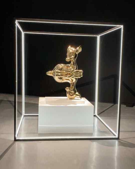 Never tried a light 💡 frame like this before surrounding a sculpture.. what do you think? . . #contemporaryart #k11 #josephklibansky #artbaselmiami #guangzhou