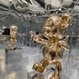 """We have built a mirror room around the """"Bare Hug"""" sculpture to create a fully submissive experience.. what do you think?..#mirrorroom #contemporaryart #k11 #artbaselmiami #josephklibansky"""