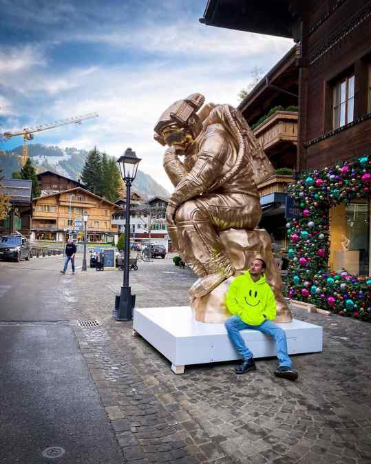 We are just done placing my 2700kg bronze sculpture in Gstaad 🇨🇭! Now for some snow ⛄️ . . #gstaad #sculpture #art