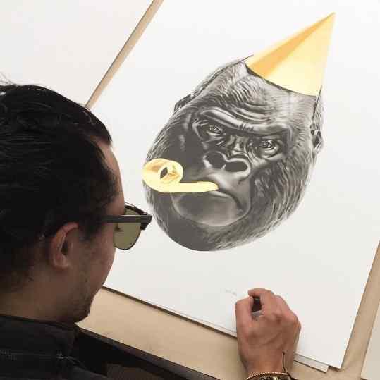 I'm proud to be Signing the first #24kgold handmade screenpritns! 🎉👯 edition of 150 pieces.  #artprints #screenprint #limitededition #josephklibansky