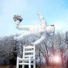 Good morning from the #beautiful #frozen Castle Nijenhuis, where my 9meter tall sculpture is on view until 14 may✨#contemporaryart #artcontemporain #sculpturegarden #josephklibansky