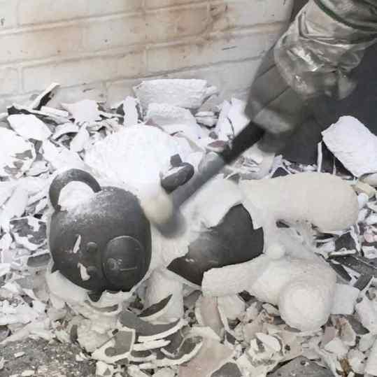 Breaking the ceramic shell after the bronze casting!#josephklibansky #contemporaryart #sculpture