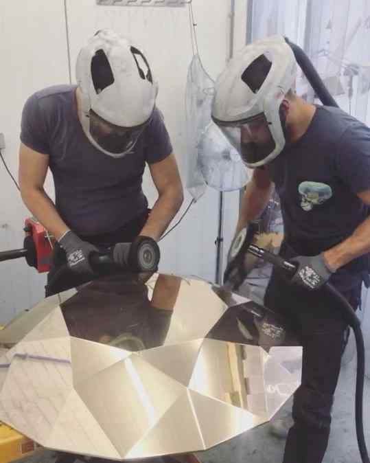 Hoe cool is this guys!? Polishing the mega bronze diamond for