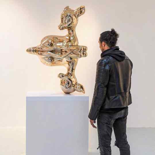 A year ago..this sculpture was in my dreams...and now it's standing in front of me❤️ Link in Bio#josephklibansky #contemporaryart #artcollector #amsterdam