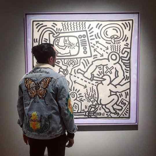 Do you ever have the feeling you NEED an artwork??? 💜💸💡 . . #tefaf #art #artfair #keithharing #artist #klibansky #josephklibansky #contemporaryart