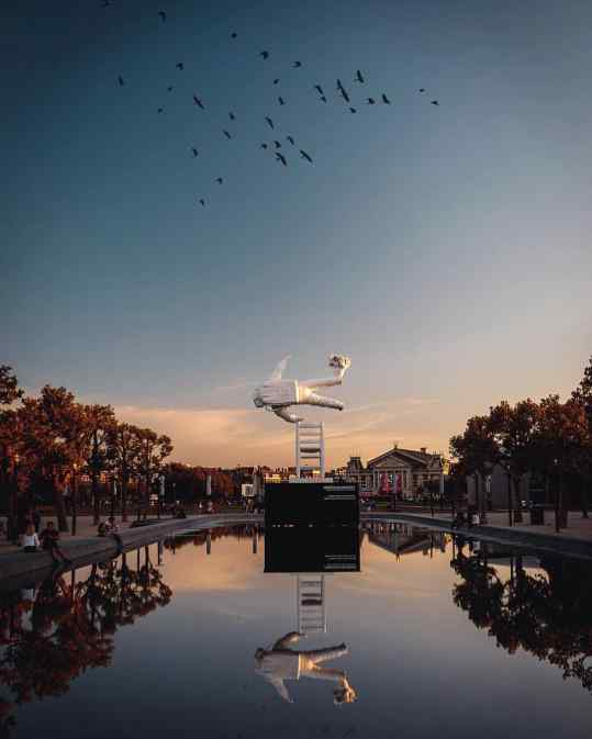 I just had to post this beautiful picture of my sculpture at museumplein #amsterdam ❤️ did you already go and see it?