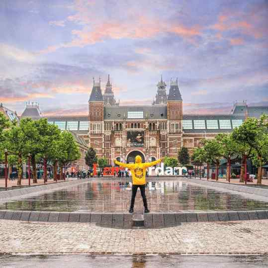 Finally finally I can announce the location for my monumental 12meter tall sculpture...✨🙌🏻 on the 26th of June it will be placed in the most amazing and prestigious location in Amsterdam.. it's going to be In the middle of the water in front of me..right in front of the world famous Rijksmuseum.. next to the Van Gogh and stedelijk museum..🙏🏻 an unbelievable honor 😇  who's coming to take a picture?? ❤️ . #amsterdam #rijksmuseum #vangogh #stedelijkmuseum #contemporaryart #art #museum