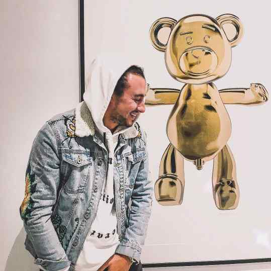 Do you think people would be offended if I would make a massive sculpture of this bear 🐻 in a public space and the bears D$ck🍌 would be the size of a small car? 👀 . #contemporaryart #art #sculpture #modernart #kunst #teddybear