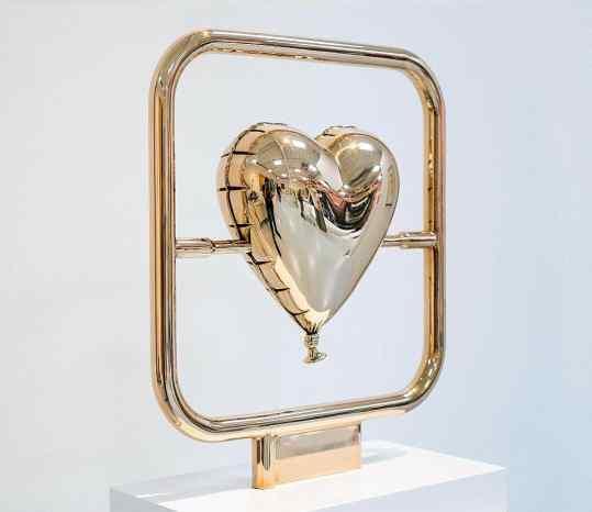 Would you choose the heart?💜 Or the skull 💀 ? . #contemporaryart #sculpture #modernart #josephklibansky