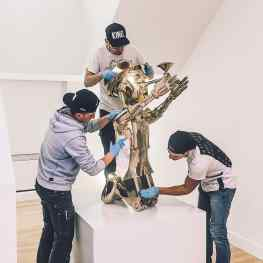 Tag someone that needs this much attention 👻.#contemporaryart #sculpture #mondaymood #polish #artmuseum