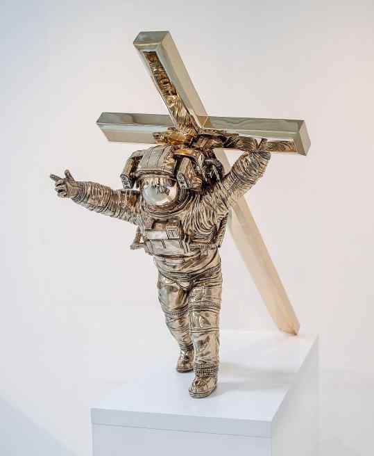 Would you like me to share this photo in my story's as an Phone background ? . . #art #religion #sculpture #religiousart #space #astronaut #artcontemporain