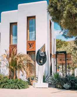 Yesterday we installed this amazing sculpture in Nammos village in Mykonos in front of the Louis Vuitton store.It will be on view the entire summer🙏🏻Who's ready for mykonos?...#mykonos #louisvuitton #nammosmykonos #nammosvillage #art