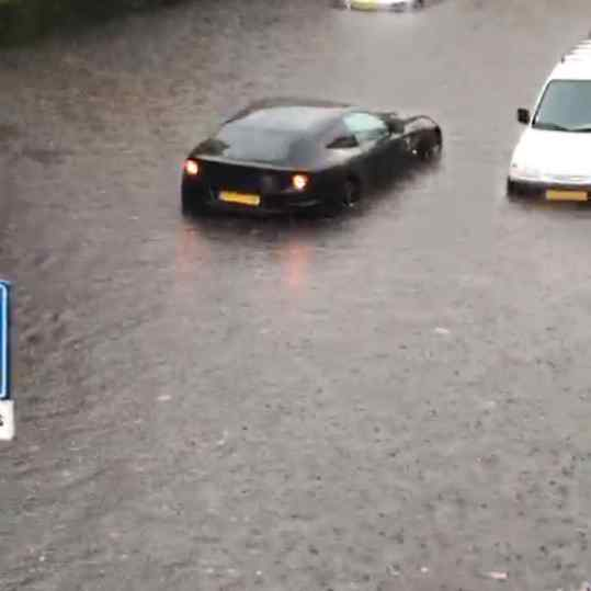 Yup... that's a drowning ferrari in my old hometown.. . . #ferrari #ferrariff
