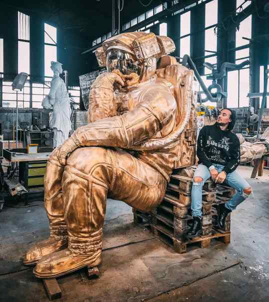 """Here you can see my large bronze sculpture """"the thinker"""" during the production process. It is not yet sitting on it's bronze rock, that part is still under construction 🔨  Creating and placing a large public sculpture, always has a magical feeling. Just the thought that thousands or even millions of people will see it.. that is actually the dream of most artist.. getting your work seen. . . #publicsculpture #sculpture #art #contemporaryart #astronaut #astronautart #josephklibansky"""