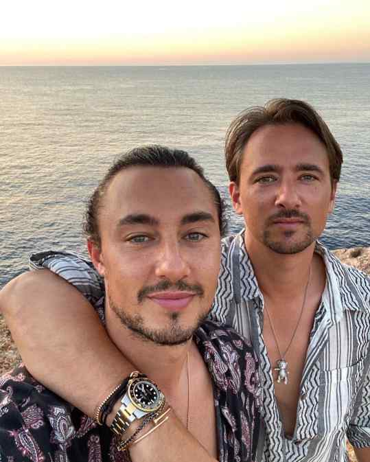 What a blessing to have @louisklibansky as a brother.. we are fortunate enough to travel the world together.. following us on instagram and seeing how fast everything goes, you might think we take things for granted.. but trust me when I say we count our blessings on a daily basis 🙏🏻❤️ x