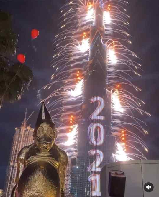 "Found this amazing footage of my sculpture ""Birthday Suit"" ushering in the new year in Dubai.  Just look at the breathtaking fireworks display! 💥   #dubai #art #josephklibansky #mydubai"