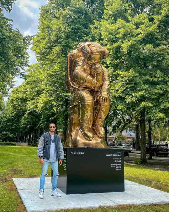 """My sculpture """"The thinker"""" is currently placed on the Apollolaan in Amsterdam as part of the #artzuid exhibition.  I would love to know if you have any cool locations or cities in mind where we should place a monumental sculpture? Then we can start working on this 🙏🏼  #sculptureart #artistsoninstagram #josephklibansky"""
