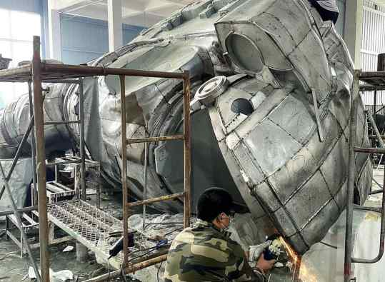 Working on something massive 🥒 . #astronaut #sculpture #contemporaryart
