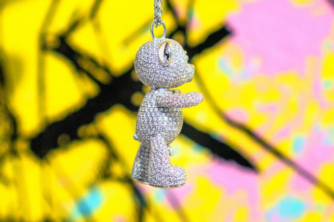 Full Pave Diamond Bare Hug Necklace 2